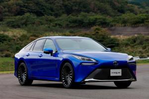 Toyota представила «зелений» седан на водні