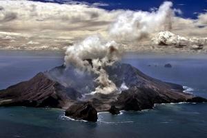 Власти Новой Зеландии выдвинули обвинение 10 компаниям из-за смертельного вулкана