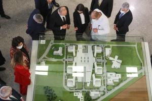 Українські лікарі вивчатимуть досвід третьої за розміром лікарні світу – Шмигаль