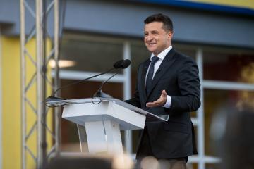 Zełenski złożył życzenia świąteczne wszystkim obwodom Ukrainy, a do Krymu zwrócił się po rosyjsku