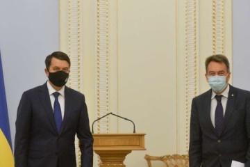 Razumkov y Maurer tratan la situación humanitaria en el Donbás