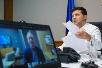 Zelensky sostiene una videollamada con el presidente de Microsoft