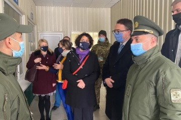 UK's Ambassador visits Kalanchak and Chaplynka entry-exit checkpoints