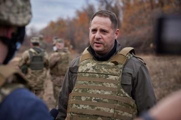 Feindliche Scharfschützen haben Befehl zum Töten ukrainischer Soldaten - Jermak