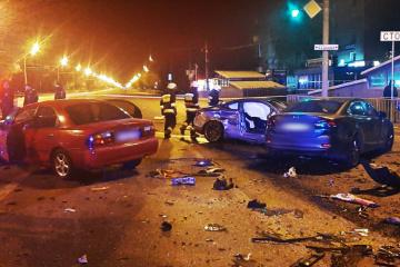 Dnipro: Ein Toter und zwei Verletzte bei Unfall mit fünf Autos