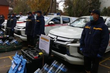 """Służby ratownicze z obwodu donieckiego otrzymały specjalne pojazdy, """"quadcoptery"""" i zestawy do rozminowywania"""