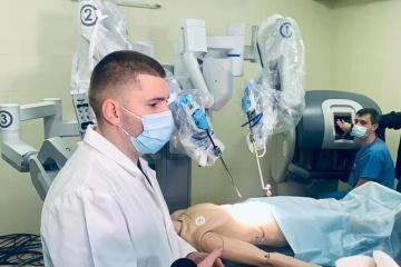 El cirujano robótico Da Vinci realizará operaciones complejas en un hospital de Lviv