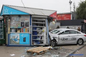 W Kijowie na przystanek autobusowy wjechała taksówka, dwóch zabitych