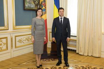 ゼレンシキー大統領、モルドバ大統領選勝利のサンドゥ氏と電話会談