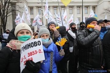 Proteste am Rada-Gebäude: Demonstranten blockieren Hruschewskyj-Straße