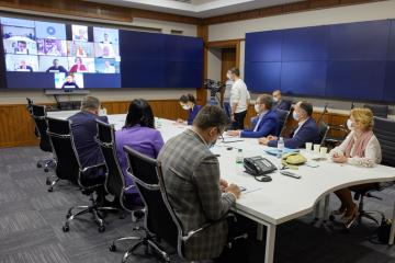 ゼレンシキー大統領、G7大使に憲法裁危機脱出の行動を説明