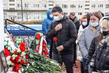 Minsk: Tausende Menschen verabschieden sich von getöteten Roman Bondarenko