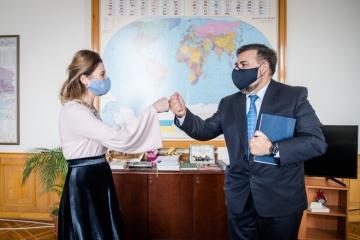 Dschaparowa bespricht Krim-Plattform mit Botschafter Zyperns