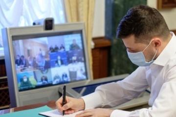 Zelensky firma una ley sobre el acceso de investigadores y fiscales al área de contención de la agresión rusa