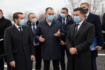 Zelensky inspects facilities included in Great Construction program in Dnipropetrovsk region