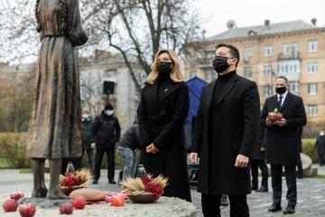 ゼレンシキー大統領、ホロドモール犠牲者を追悼