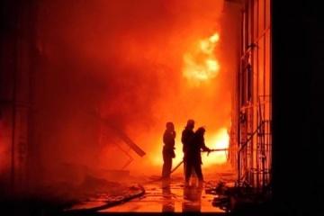 Kharkiv : Un violent incendie détruit vingt- cinq bâtiments du marché « Barabachove »