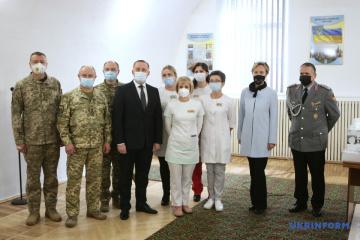 Deutschland übergibt ukrainischer Armee 20 Beatmungsgeräte
