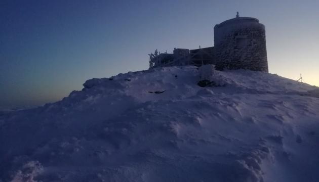В Карпатах Поп Иван замело снегом