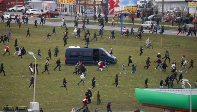Колона білорусів після розгону змогла пройти до місця розстрілів часів Сталіна