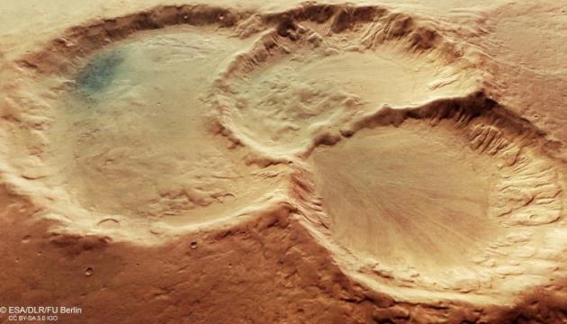 Міжпланетна станція зробила знімок потрійного кратера на Марсі