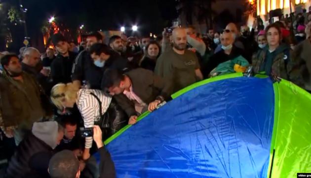 У Тбілісі проти протестувальників знову застосували водомети