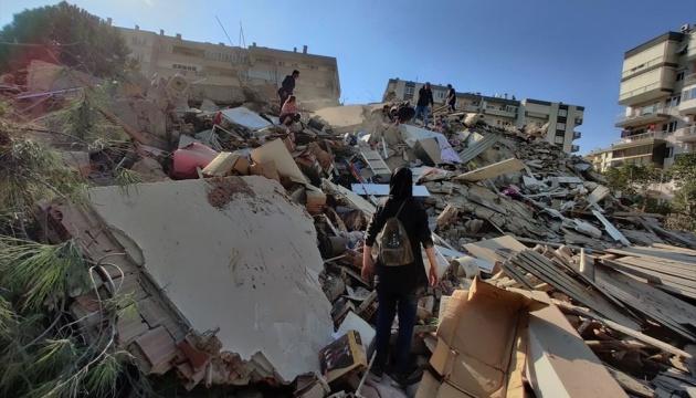 В Ізмірі через 65 годин після землетрусу з-під уламків врятували 3-річну дитину