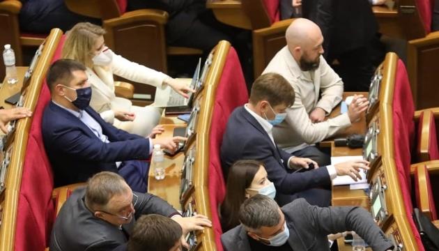 Unternehmen drohen Strafen für Maskenpflicht-Verstoß – Parlament beschließt Gesetz in erster Lesung