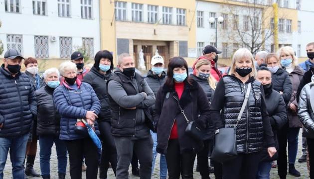 В Ужгороді мітингували підприємці – вимагали дозволу на роботу в «червоній» зоні