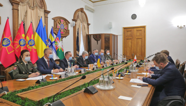 Defense minister, ICRC president discuss search for missing persons, demining in Donbas
