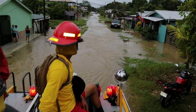 В Центральной Америке бушует ураган Эта