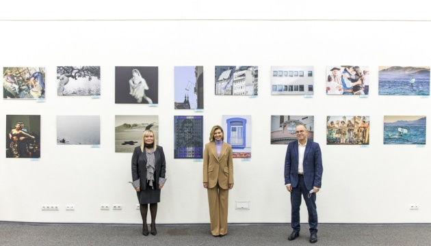 Olena Zelenska visita la exposición de fotógrafas argentinas
