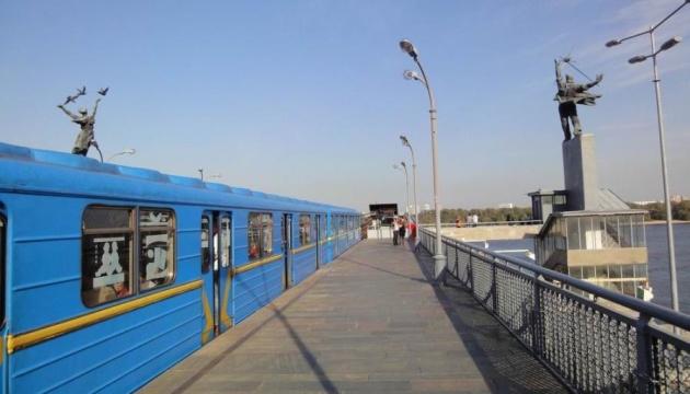 На платформах станций столичного метро установят 19 дефибрилляторов