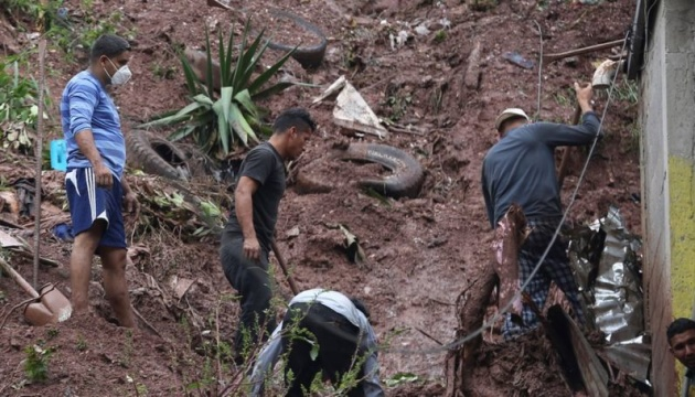 В Гватемале из-за оползней погибли по меньшей мере полсотни людей