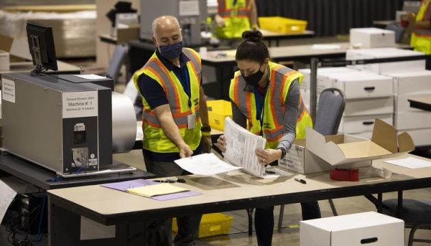 Пошта США не доставила вчасно понад 150 тисяч виборчих бюлетенів –  Bloomberg