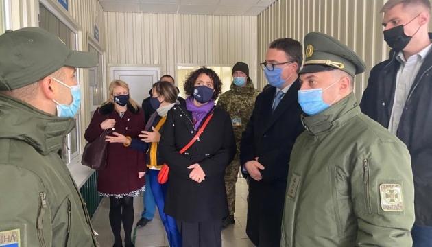 UK's Ambassador visits Kalanchak and Chaplynka entry-exit checkpoints