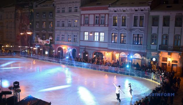 Во Львове каток на площади Рынок будет работать четыре месяца