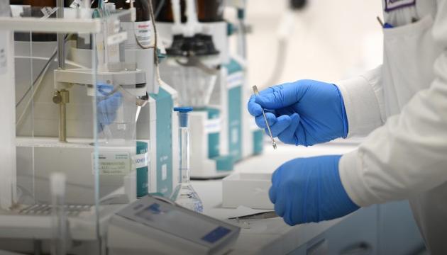AstraZeneca заявляє, що може випустити COVID-вакцину ще до кінця року