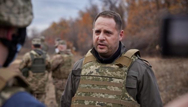 Чотири ділянки розведення і 19 місць розмінування – Єрмак каже, що почнуть у січні на Донбасі