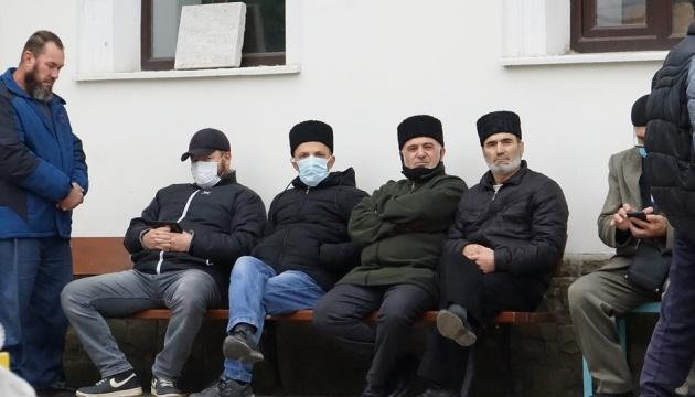 Крымские татары собрались возле Муфтията, чтобы заявить о «беспределе силовиков»