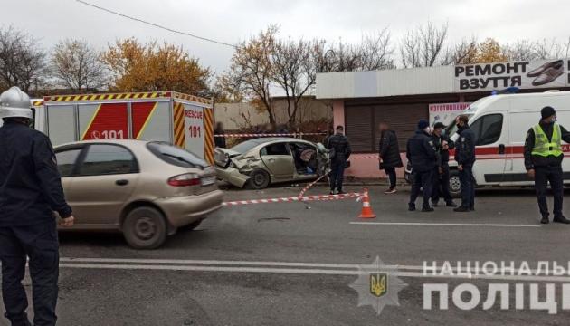 ДТП у Харкові: авто відкинуло на зупинку, є постраждалі