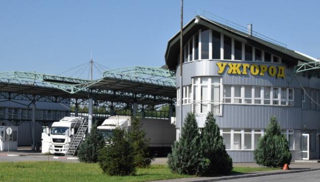 Словаччина обмежує в'їзд з України