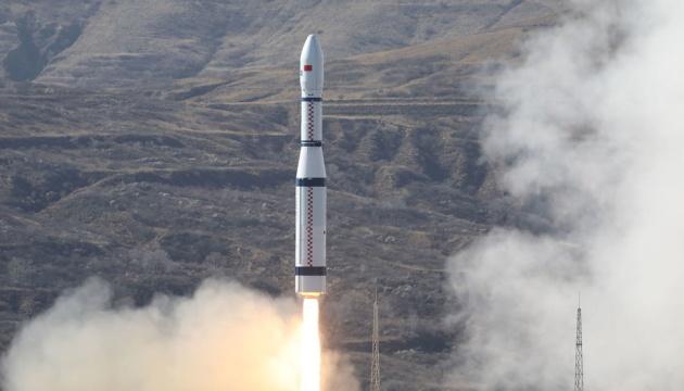 Китай відправив на орбіту перший в світі супутник 6G