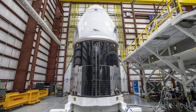Экипаж Crew Dragon прибыл на космодром во Флориде