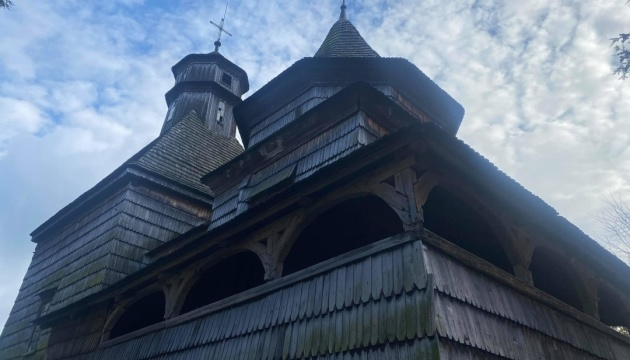 У Дрогобичі реконструюють дзвіницю ХVІІ століття, збудовану без жодного цвяха