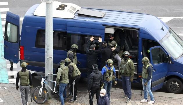 Правозахисники: на недільному марші у Білорусі - понад 1 000 затриманих