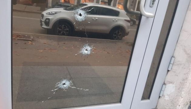 ハルキウ市のアゼルバイジャン領事館に不明人物が発砲