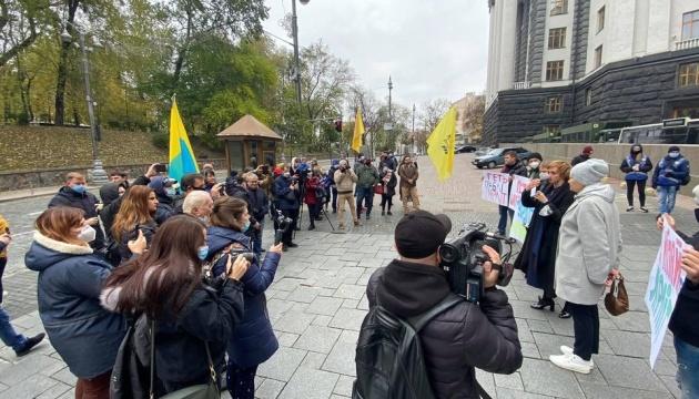 Під Кабміном - пікет проти ЗНО без української літератури