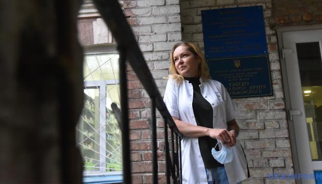 В Україні циркулюють кілька штамів COVID-19 і вони постійно мутують – пульмонолог