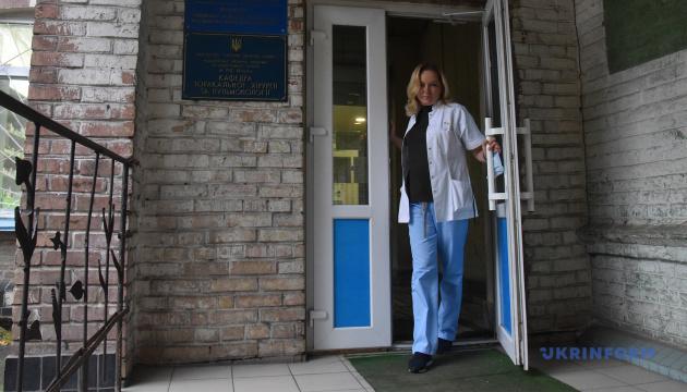 До весни полегшення не чекаємо: лікарка каже, що Україна лише на шляху до піку епідемії